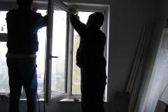 Закатка уплотнителя на ПВХ окнах
