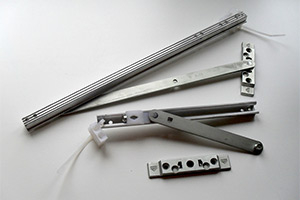 Ремонт и замена фурнитуры на алюминиевых окнах фирмы